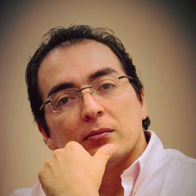 Dr. Cupertino Castro